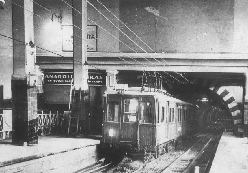 Dünyanın ilk metrolarından Karaköy - Taksim metrosunu yaptırmıştır.
