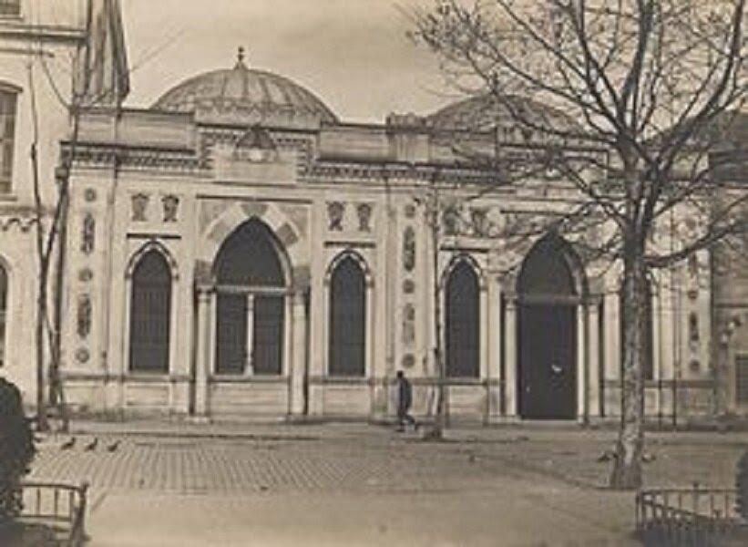 Yabancı bilim adamı ve yazarlara nişanlar vermiş, bugünkü Beyazit kütüphanesini kurdurup 30 Bin kitap tahsis ettirmiştir.
