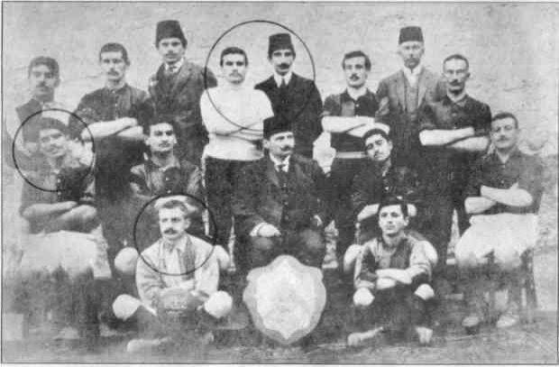 Çanakkale Cephesi'nde resmi kayıtlara göre Galatasaray'ın 23, Fenerbahçe'nin 5 ve Beşiktaş'ın da 2 futbolcusu şehit oldu.
