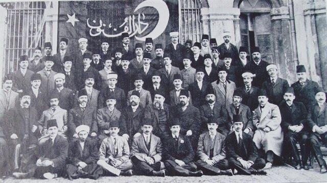 Dönemin üniversitesi olarak bilinen Darü'l Fünun'un tüm son sınıf öğrencileri şehit olduğu için o sene hiç mezun vermedi.